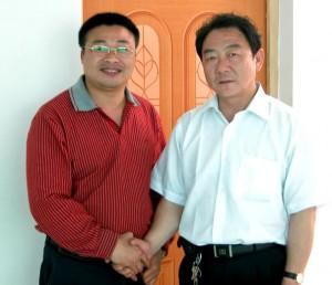 王松兴与马文夫(右)在一起