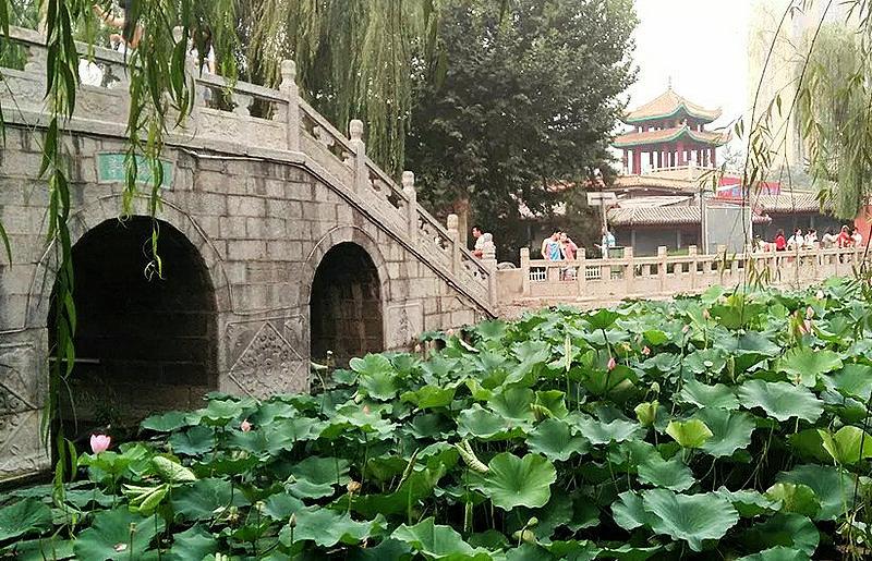 风景图片高楼小桥人物