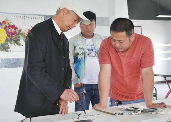 河南省南阳镇平中国玉雕创意大师园里举办了